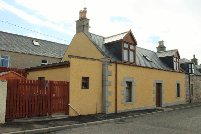 Fàilte-luxury self-catering cottage, Portknockie - Image 1 - Portknockie - rentals
