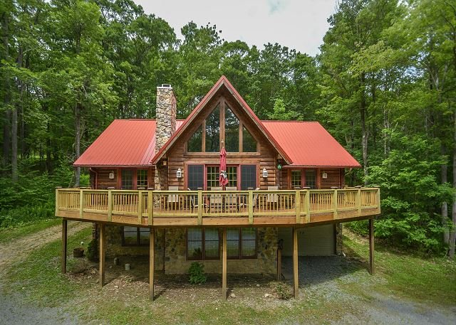 Exterior - Centrally located log home with fire pit and expansive deck! - McHenry - rentals