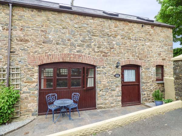 THE WAGON HOUSE, pet-friendly, patio, shared garden, in Polyphant, Launceston - Image 1 - Launceston - rentals