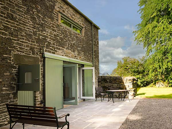 FINNEY HILL GREEN, barn conversion, lawned garden, pet-friendly, countryside views, Allendale, Ref 906735 - Image 1 - Allendale - rentals