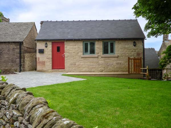 NORTHFIELD COTTAGE, barn conversion, private enclosed courtyard, pet-friendly, WiFi, nr Buxton, Ref 938041 - Image 1 - Buxton - rentals