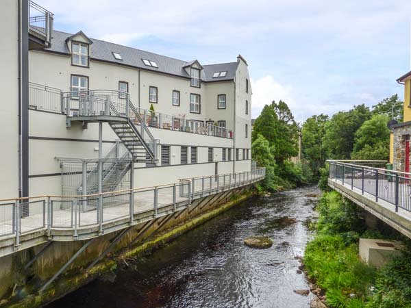 CENTRAL ARDARA RIVERSIDE APARTMENT, first floor apartment, WiFi, allocated parking, in Ardara, Ref 939487 - Image 1 - Ardara - rentals