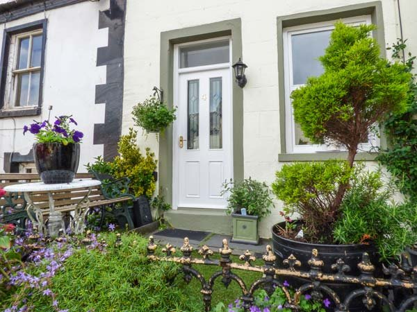 WREN'S NEST, Grade II listed, pet-friendly, close to amenities, in Dalton-in-Furness, Ref 940094 - Image 1 - Dalton-in-Furness - rentals