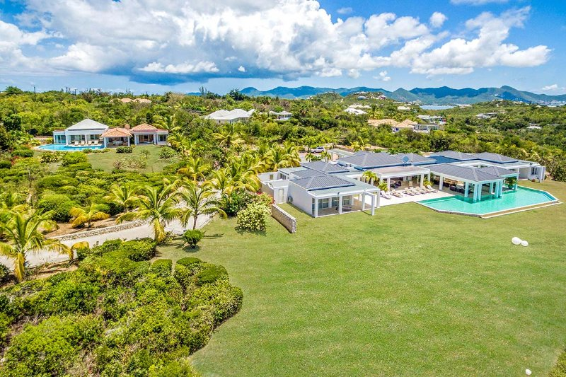 Ambiance, 4BR in Terres Basses, St Martin 800 480 8555 - AMBIANCE...Fabulous with a capitol F!! Huge bed and bathrooms, the PERFECT couples villa - Terres Basses - rentals
