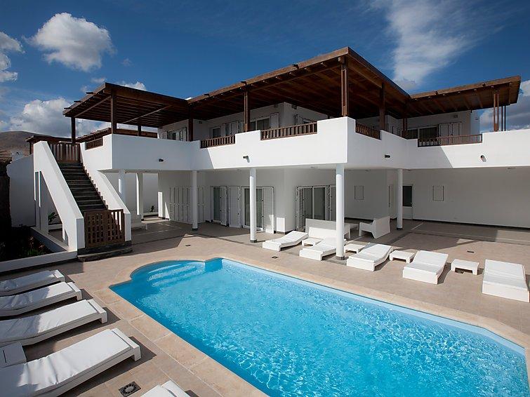 5 bedroom Villa in Puerto Calero, Lanzarote, Canary Islands : ref 2285075 - Image 1 - Puerto Calero - rentals