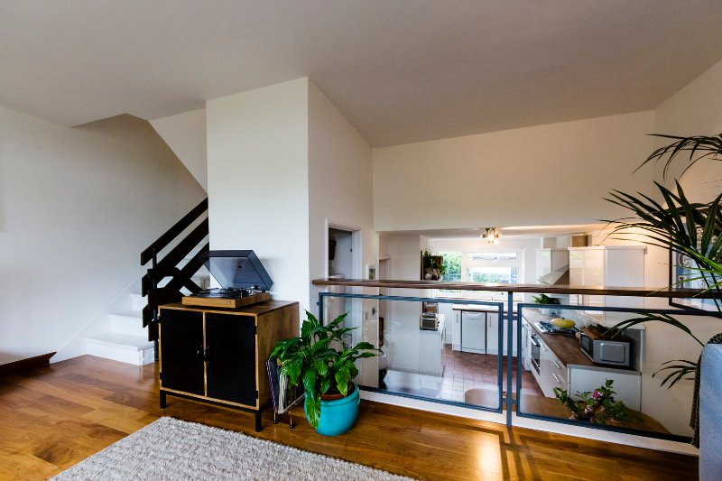 Contemporary and open plan 3 bedroom house with outdoor space. - Image 1 - London - rentals