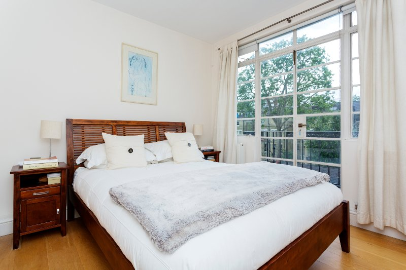 Chelsea Glamour, 1 bed off the King's Rd with Terrace's - Image 1 - London - rentals