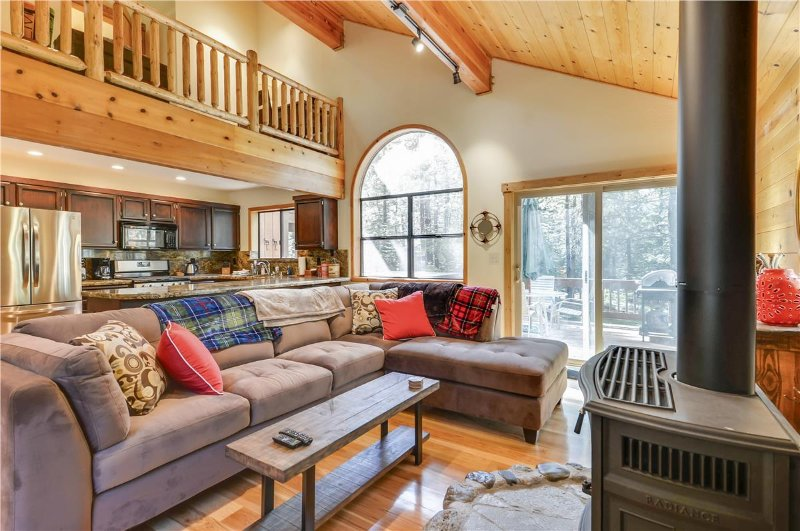 The Bears Lair *Newly Remodeled and New Hot Tub* - Image 1 - Truckee - rentals