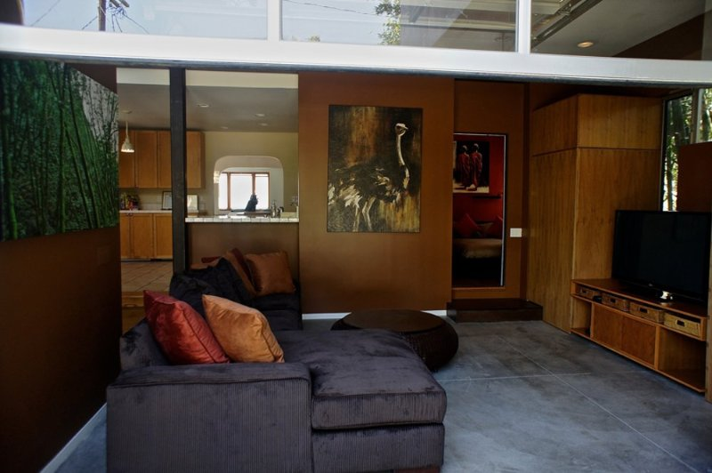 MODERN AND BEAUTIFULLY FURNISHED 4 BEDROOM, 2 BATHROOM APARTMENT - Image 1 - Los Angeles - rentals