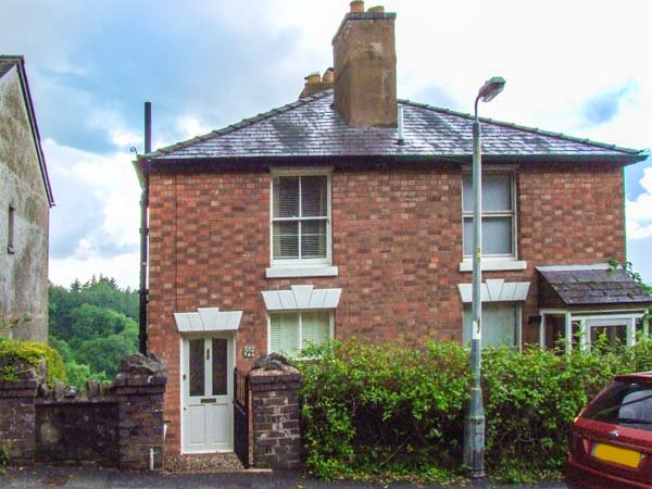 BLUEBELL COTTAGE, semi-detached, pet-friendly, woodburner, WiFi, terraced - Image 1 - Great Malvern - rentals