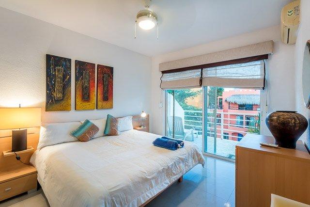 Casa Pelicanos - Two Blocks to 5th Ave and Beach - Image 1 - Playa del Carmen - rentals