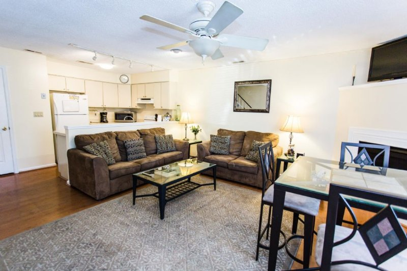 Living Room and Dining Area - 1732 Baltic Avenue - Virginia Beach - rentals