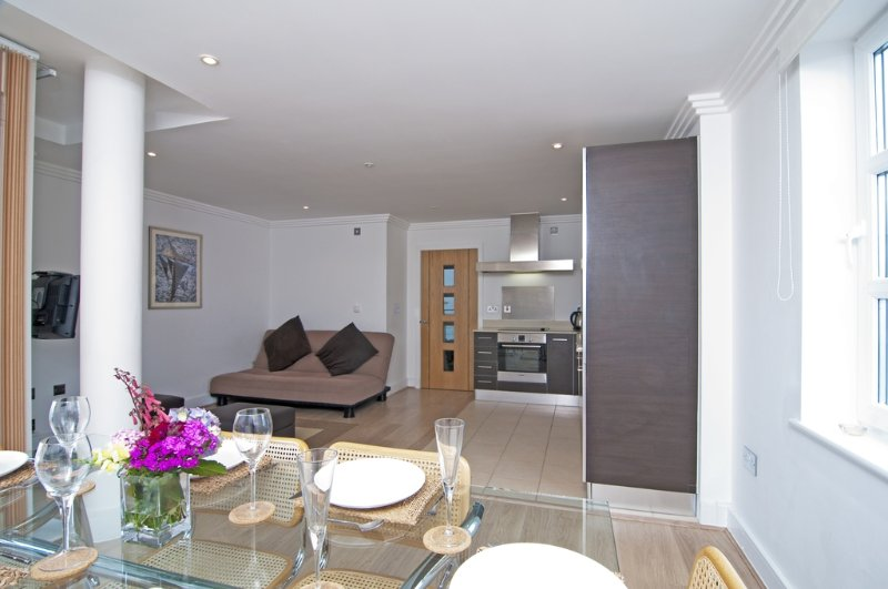 33 Marinus Apartments located in Cowes, Isle Of Wight - Image 1 - Cowes - rentals
