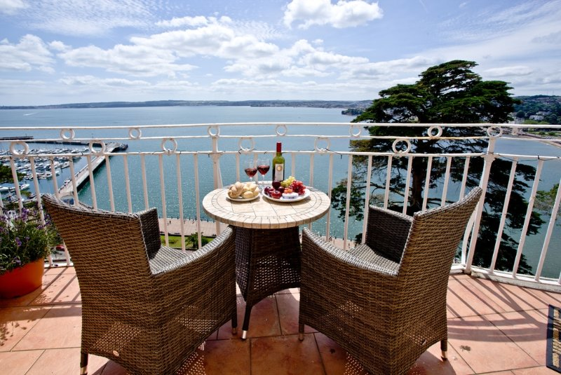 Wellswood, Bay Fort Mansions located in Torquay, Devon - Image 1 - Torquay - rentals