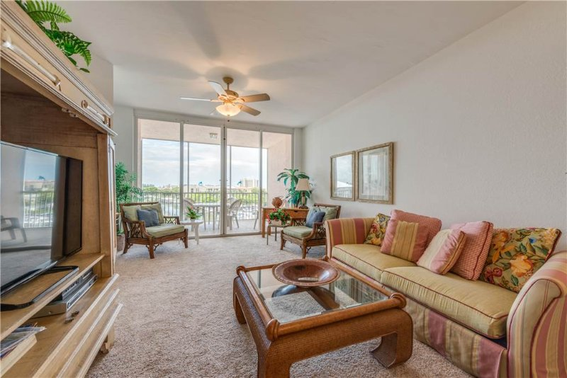 Palm Harbor 502E, 2 Bedrooms, Elevator, Pool & Hot Tub - Image 1 - Fort Myers Beach - rentals
