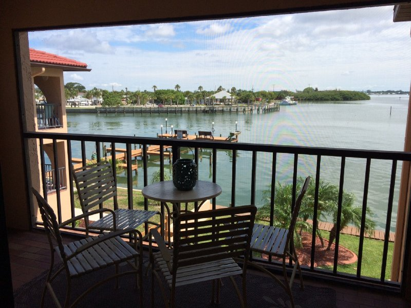 Great end unit view of Lemon Bay - Picturesque Bay Front Property. 90 Second Walk to Gulf Beach. - Englewood - rentals