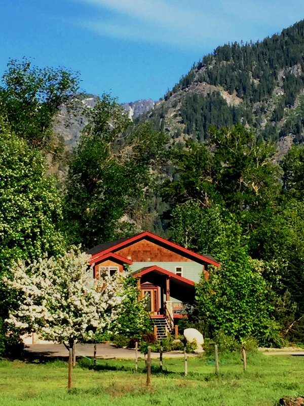 Riverdance Lodge - Riverfront with Best Mountain View - Leavenworth - rentals