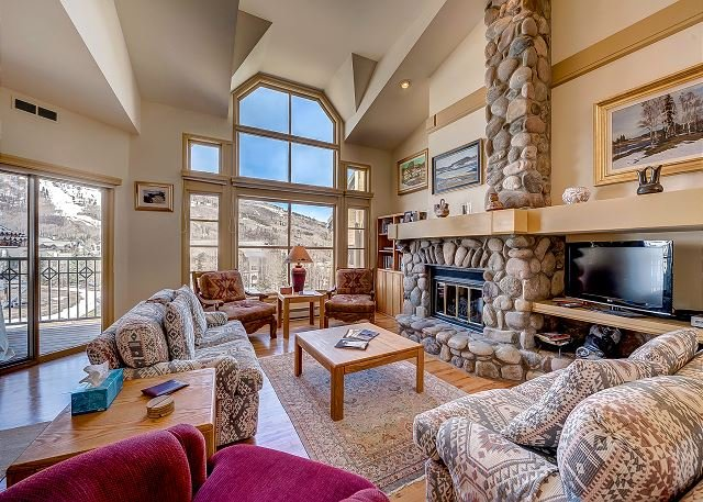 Great Room - 4BR Three Level Meadows Townhouse With Amazing Beaver Creek Mountain Views - Beaver Creek - rentals