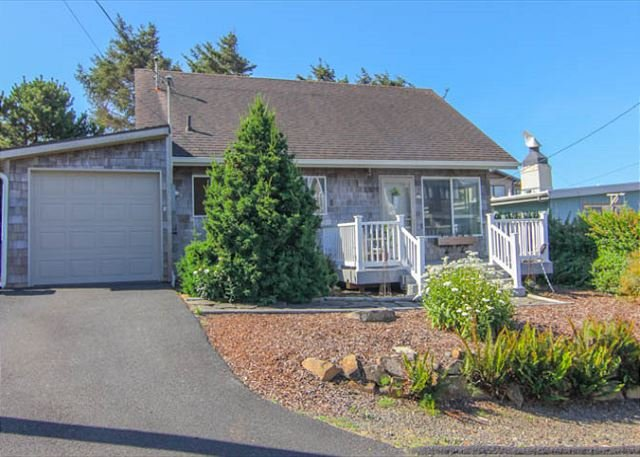 Modern Ocean View Home with Hot Tub 1 block from Beach in Roads End - Image 1 - Lincoln City - rentals
