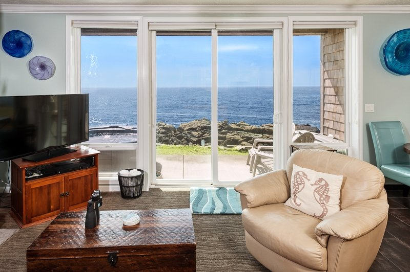 Views! 1 Bdrm w/ Hot Tub, Remodel, *Fall Special* - Image 1 - Depoe Bay - rentals