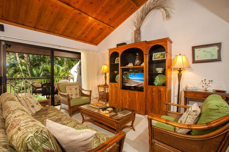 Gorgeous Hawaiiana surrounds you the moment you step into Koa Resort 2J - Gorgeous 3-bedroom across from beach, A/C! - Kihei - rentals