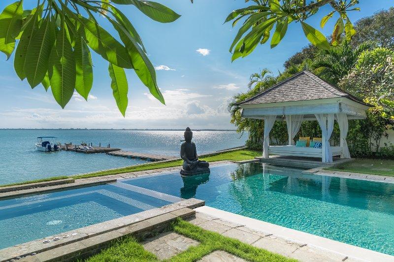 Welcome to Villa Selamanya ! - Absolute waterfront villa Selamanya w. speed boat - Nusa Dua - rentals