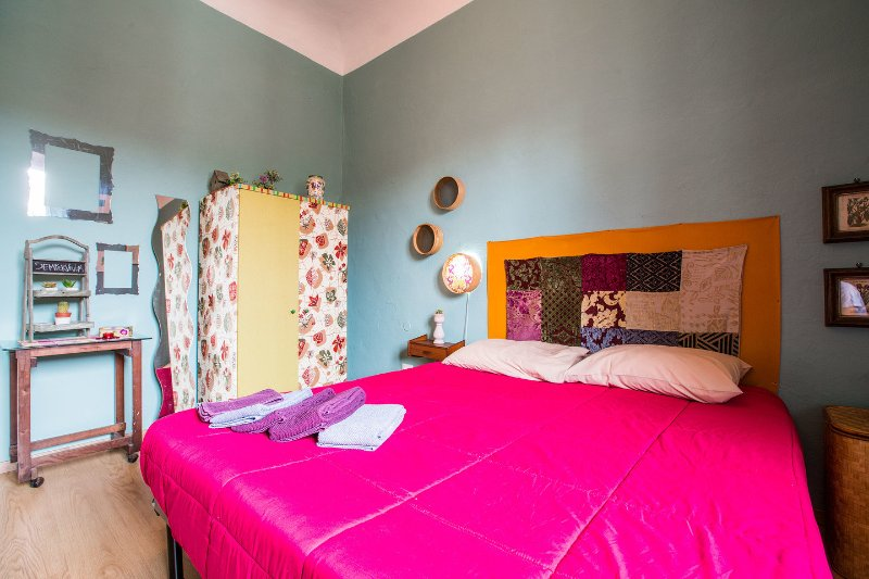 The Master Bedroom - Colorful 1 Bedroom Apartment in Florence - Florence - rentals