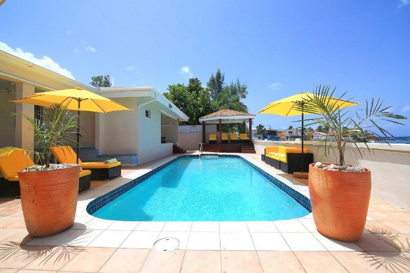 Villa Sunshine on Bourgeau Bay 5BR 800 480 85555 - SUNSHINE VILLA... Huge, affordable beachfront villa, full AC, walk to restaurants, bars and casino! - Burgeaux Bay - rentals