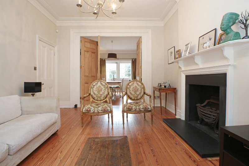 Bright family home with a garden, Queen Anne's Grove, Chiswick - Image 1 - London - rentals