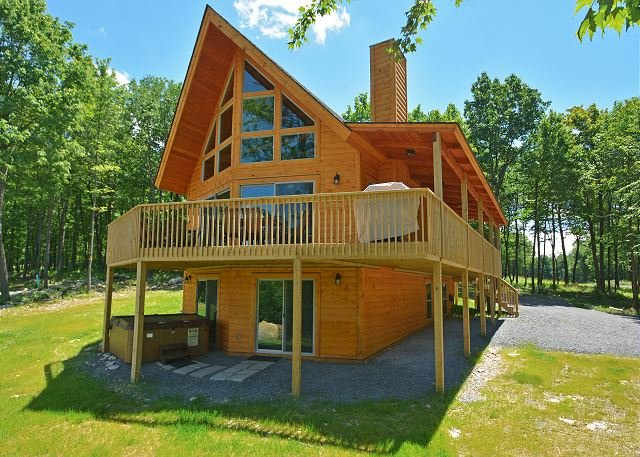 Exterior - Classic log home in close to skiing & golf! - McHenry - rentals