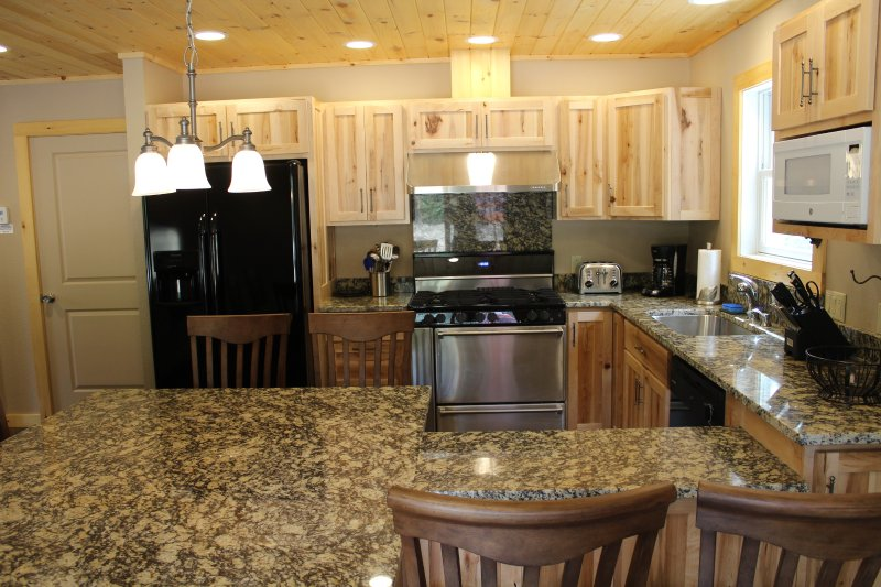 The dining area is right in the kitchen and its the perfect spot for talking about the day - Cascade Mountain Chalet - Wilmington - rentals