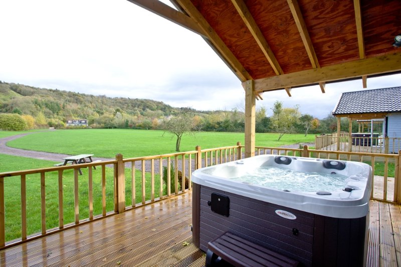 The Clover Lodge, Redlake Farm located in Glastonbury, Somerset - Image 1 - Glastonbury - rentals