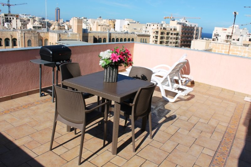 Charming and Sunny 2 bedroom penthouse in Sliema - Image 1 - Sliema - rentals
