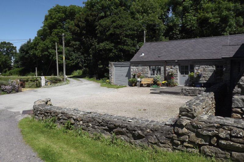 Barn Conversion close to the sea, mountains and wo - Image 1 - Trefor - rentals