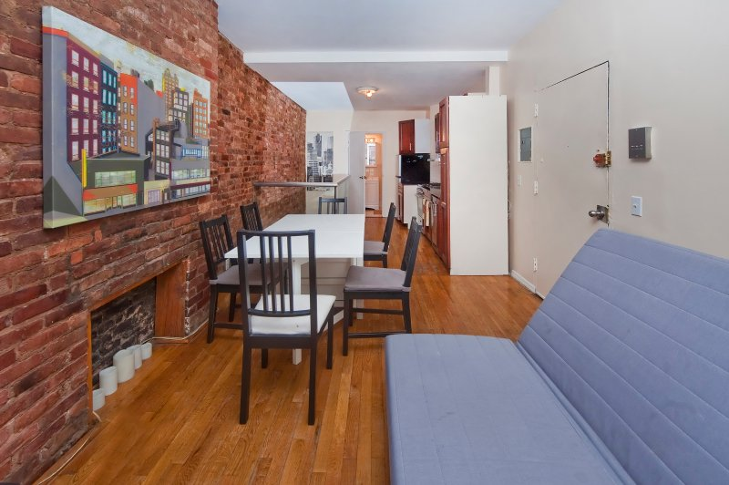 Gorgeous Duplex 2 bed/1.5 bath prim location - Image 1 - New York City - rentals