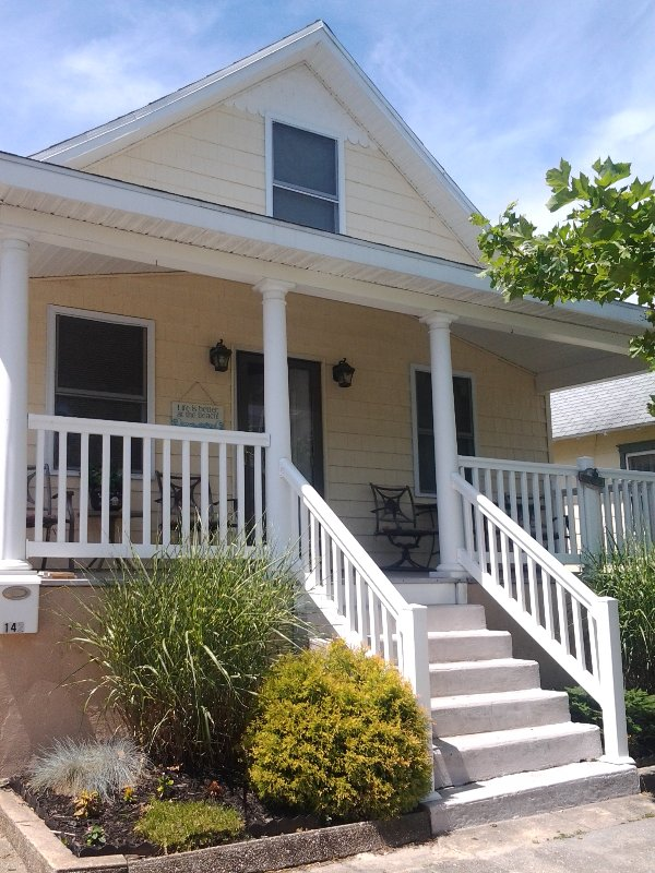 Newly Renovated 2 bdrm shore house - 2 Bedroom house with front and back decks - Charlottesville - rentals