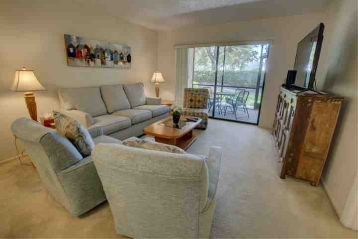Palm Aire is right off of University in an area of golf courses halfway between the beaches and the interstate - Sarasota's golfing, shops and beaches in a comfortable condo - Sarasota - rentals