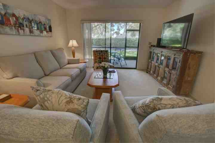 Palm Aire is just off University Parkway which is close to the University Town Center mall and less than 15 minutes to downtown Sarasota - Sarasota's golfing, shops and beaches in a comfortable condo - Sarasota - rentals