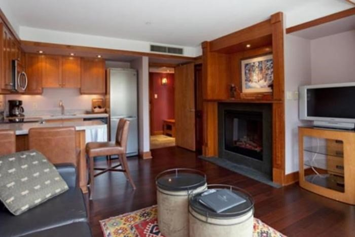 Nicely decorated suite with a fireplace - Signature 1 Bedroom Condo | Le Chamois, Whistler - Whistler - rentals