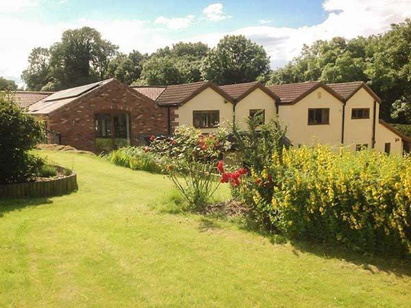 LITTLE WILLOW, studio accommodation, Smart TV, WiFi, enclosed garden, Alfreton, Ref 940399 - Image 1 - Alfreton - rentals