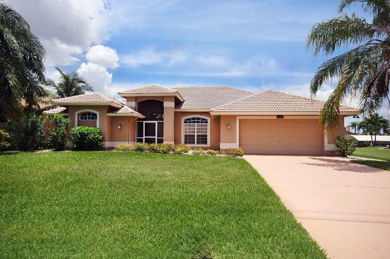 Villa Soluna, situated in a quiet residential area - Image 1 - Cape Coral - rentals