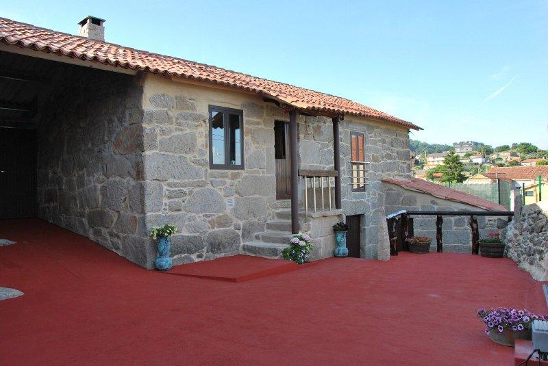 Charming rustic house near the beach on Rias Baixas - Image 1 - Poio - rentals