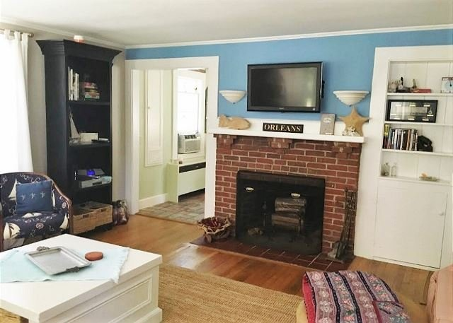 Lovely Cape Cod Vacation Bungalow located in Rock Harbor area of Orleans! - Image 1 - Orleans - rentals