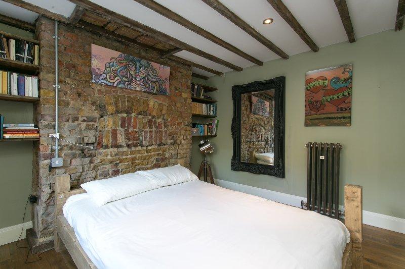 2 bed flat on Lambeth Road, Waterloo - Image 1 - London - rentals