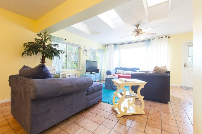 Living Room - Villa Hibiscus231 Waterfront, SPECIAL SUMMER $159! - Fort Lauderdale - rentals