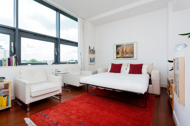 Perfect apartment, comfortably sleeps two, with a double sofa bed, allowing a group of four to stay. - Image 1 - London - rentals