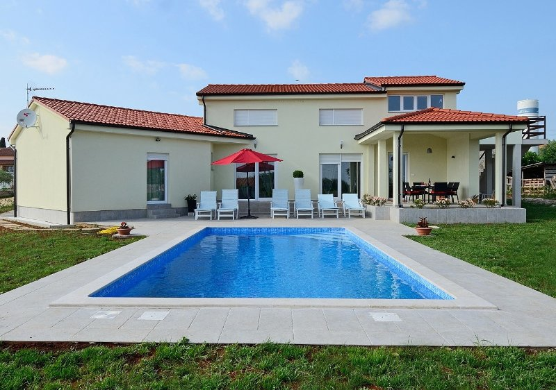 Beautiful Villa few minutes from the Porec and its beaches - Image 1 - Kastelir - rentals