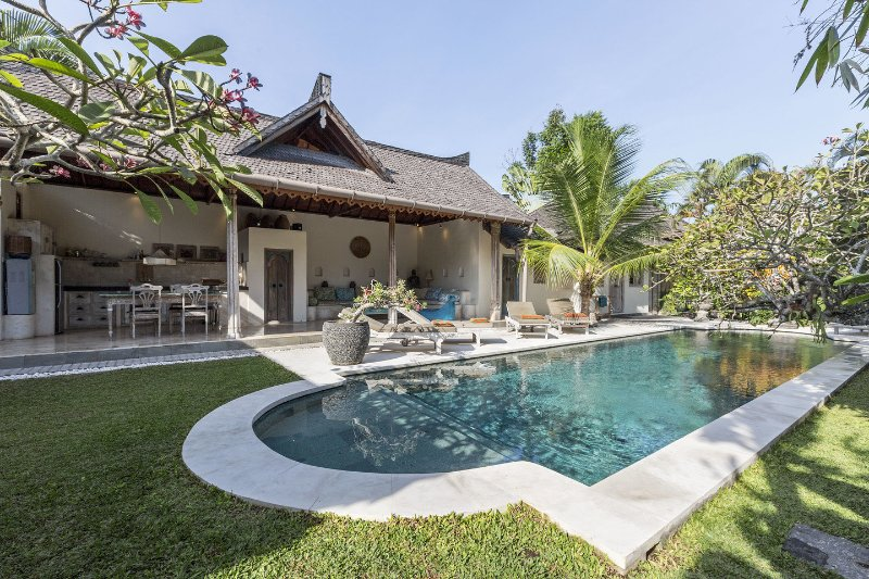 Lovely Villa Aisis! Designed in a mix of modern and traditional. The real Bali Feel! - Lovely traditional 2-3 bedr Villa in heart Seminyk - Seminyak - rentals