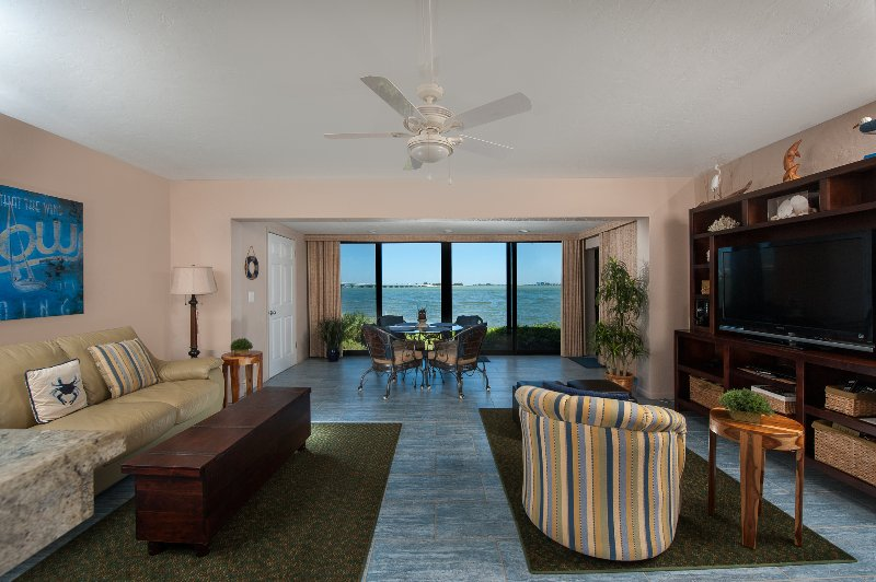 Waterfront ground level - Amazing water views - 1 bedroom 1 bath  Gorgeous! Available weeks !  Call! - Waterfront ground level 1bedroom -  Mariner Pointe - Great Fishing Spot! - Sanibel Island - rentals