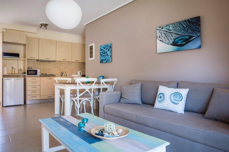 Living-Dining Area - Eucalyptus Apartments - Anemone - Sami - rentals